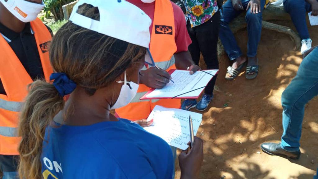 3 3 1 Lequipe sur le terrain prepare les distributions de vivres en Cote dIvoire